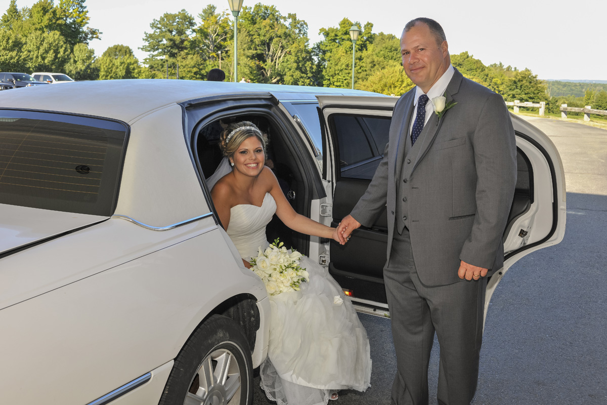 Lowest prices for wedding limousines including Hummer Limousine Services in Massachusetts.