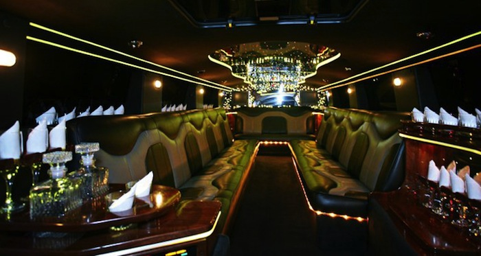 Luxury Limousines in Worcester/Boston MA for large groups.