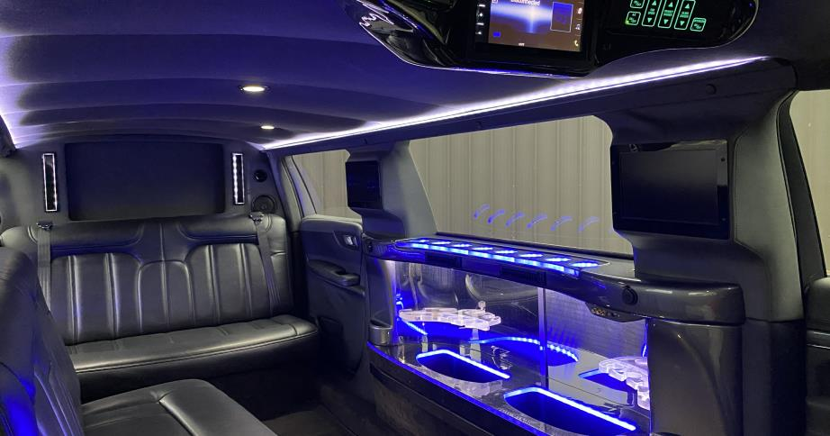 MASS Limousine in locataed in Worcester MA and provides the finest limousine and airport transportation to Worcester Regional Airport and Logan International Airport