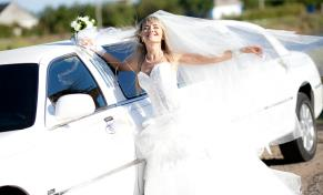 Finest wedding limousine selection in Worcester, Massachusetts and Boston MA.
